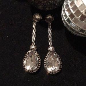 Silver dangling drop earrings